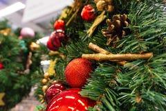 Kerstmis, de kroon van het Nieuwjaar spartakken en bessen, de vakantiedecoratie van het Nieuwjaar royalty-vrije stock afbeeldingen