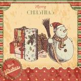 Kerstmis of de Nieuwe getrokken jaarhand kleurde vectorillustratie - kaart, affiche Sneeuwman in de winterhoed met bezem en gifte Royalty-vrije Stock Afbeeldingen