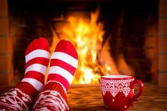Kerstmis dichtbij open haard Royalty-vrije Stock Afbeelding