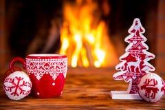 Kerstmis dichtbij open haard stock foto