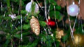 Kerstmis die verfraaide Kerstmisboom knipperen met stock videobeelden