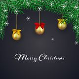 Kerstmis donkere achtergrond met spartakken en Kerstmisballen met boog Groetkaart met sneeuwvlokken Stock Foto