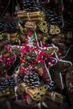 Kerstmis eerlijk centrum van München met Nieuwjaren en herinneringen voor de ingezetenen van de toeristenstad royalty-vrije stock fotografie