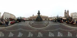 Kerstmis eerlijke markt bij hoofdvierkant in het centrum van de oude stad Stock Afbeelding