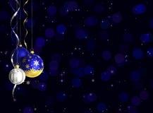 Kerstmis en de nieuwe kaart van de jaargroet met snuisterijen en ruimte voor tekst Royalty-vrije Stock Foto's