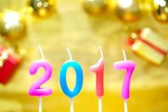 Kerstmis en Gelukkig Nieuwjaar 2017 van decoratiekaarsen Stock Afbeeldingen