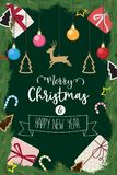 Kerstmis en gelukkige nieuwe jaar verfraaide balgift van pijnboom Stock Foto