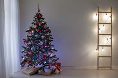 Kerstmis en nieuw jaar 2018 het decor van de Giftenkerstboom Royalty-vrije Stock Afbeelding