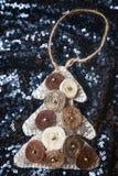 Kerstmis en nieuw jaarstuk speelgoed Met de hand gemaakte decoratieboom Royalty-vrije Stock Fotografie