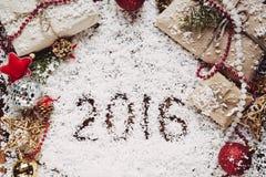 Kerstmis en Nieuwe jaarachtergrond met 2016 op sneeuw Royalty-vrije Stock Afbeeldingen
