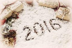 Kerstmis en Nieuwe jaarachtergrond met 2016 op sneeuw Stock Foto's