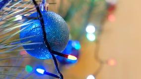 Kerstmis en nieuwe jaardecoratie Hangende Snuisterij dicht omhoog stock video