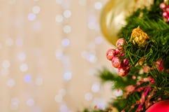 Kerstmis en nieuwe jaardecoratie Snuisterij op Kerstboom Royalty-vrije Stock Afbeeldingen