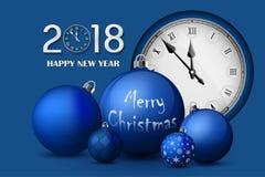 Kerstmis en Nieuwjaar 2018 concept Blauwe Kerstmisballen met zilveren houders en uitstekend horloge Stock Fotografie