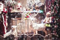 Kerstmis en Nieuwjaar de showcase van de decoratieopslag Stock Fotografie