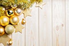 Kerstmis en Nieuwjaar gouden ballendecoratie Royalty-vrije Stock Afbeelding