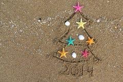 Kerstmis en Nieuwjaar 2014 op het strand Stock Afbeelding