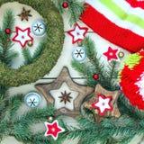 Kerstmis en Nieuwjaar van het komstdecoratie en speelgoed concept royalty-vrije stock afbeelding