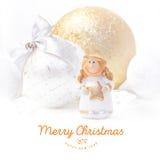 Kerstmis en Nieuwjaarachtergrond 2017 Gele engel Kerstboomstuk speelgoed Royalty-vrije Stock Afbeeldingen