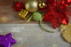 Kerstmis en Nieuwjaarachtergrond met decoratie Royalty-vrije Stock Afbeelding