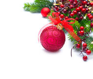 Kerstmis en Nieuwjaarachtergrond Rode decoratie en Kerstboom Stock Afbeeldingen
