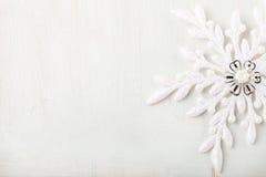 Kerstmis en Nieuwjaarachtergrond sneeuwvlok De ruimte van het exemplaar Stock Afbeeldingen
