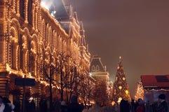 Kerstmis en Nieuwjaardecoratie en verlichting op Rood Vierkant, mening van GOM Stock Fotografie