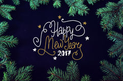 Kerstmis en Nieuwjaargroetkaart met het nette kader van boombrunches Stock Foto