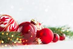 Kerstmis en Nieuwjaarvakantieachtergrond De groetkaart van Kerstmis De vakantie van de winter stock fotografie