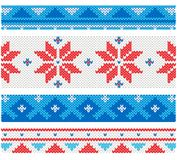Kerstmis gebreide grenzen met traditionele ornamenten Stock Fotografie