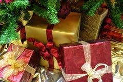 Kerstmis Gifrts onder de Boom royalty-vrije stock foto's