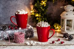 Kerstmis hete chocolade met heemst Stock Afbeelding