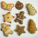 Kerstmis homebaked koekjes op witte achtergrond royalty-vrije stock foto