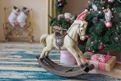Kerstmis houten stuk speelgoed paard Stock Afbeeldingen