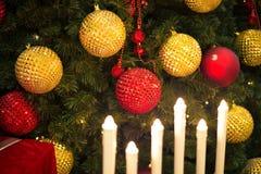 Kerstmis kleurrijke boom als achtergrond Stock Fotografie