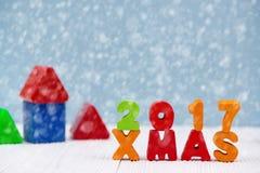 Kerstmis 2017 kleurrijke houten tekst op wit houten bureau met Christm Royalty-vrije Stock Afbeeldingen