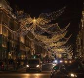 Kerstmis in Londen, Engeland - engelen in Regent Street bij nacht stock afbeeldingen