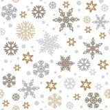 Kerstmis naadloos patroon met zilveren en gouden die sneeuwvlokken op witte achtergrond worden geïsoleerd Vector royalty-vrije illustratie