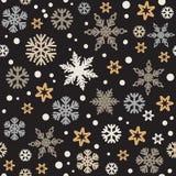 Kerstmis naadloos patroon met zilveren en gouden die sneeuwvlokken op zwarte achtergrond worden geïsoleerd Vector stock illustratie