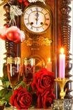 Kerstmis, Nieuw jaar, vakantie, pret De klok is een symbool van tijd, herinnerend van het verleden en de toekomst Het vieren van  royalty-vrije stock fotografie