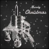 Kerstmis of Nieuwe jaarhand getrokken vectorillustratie De spartak met ornamenten, de boog, het suikergoed en de kaarsen schetsen Royalty-vrije Stock Foto