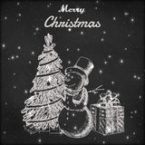 Kerstmis of Nieuwe jaarhand getrokken vectorillustratie Sneeuwman in lange hoed, Kerstmisboom en de schets van de giftdoos, uitst Stock Afbeelding