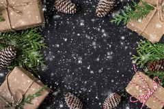 Kerstmis of Nieuwjaar feestelijke kaart De samenstelling van de de wintervakantie royalty-vrije stock fotografie