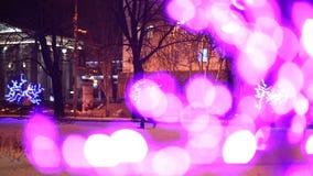 Kerstmis, Nieuwjaar, vakantie, verlichting in de vorm van sakurabloesems stock videobeelden