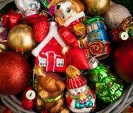 Kerstmis of Nieuwjaarachtergrond met mand Royalty-vrije Stock Foto's