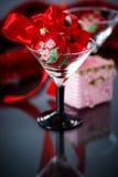 Kerstmis rode harten met rode slinger Stock Afbeelding