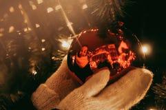 Kerstmis is rond allen! Magisch is in onze handen! royalty-vrije stock afbeeldingen