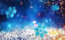 Kerstmis sparkly kristal met sneeuwvlokachtergrond stock foto's