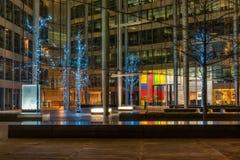 Kerstmis steekt decoratie bij het Hof van Gloucester in Londen aan Royalty-vrije Stock Foto's