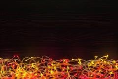 Kerstmis steekt grens op donkere achtergrond aan Royalty-vrije Stock Afbeelding